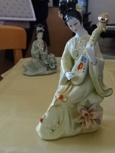 Figurine, asian lyre